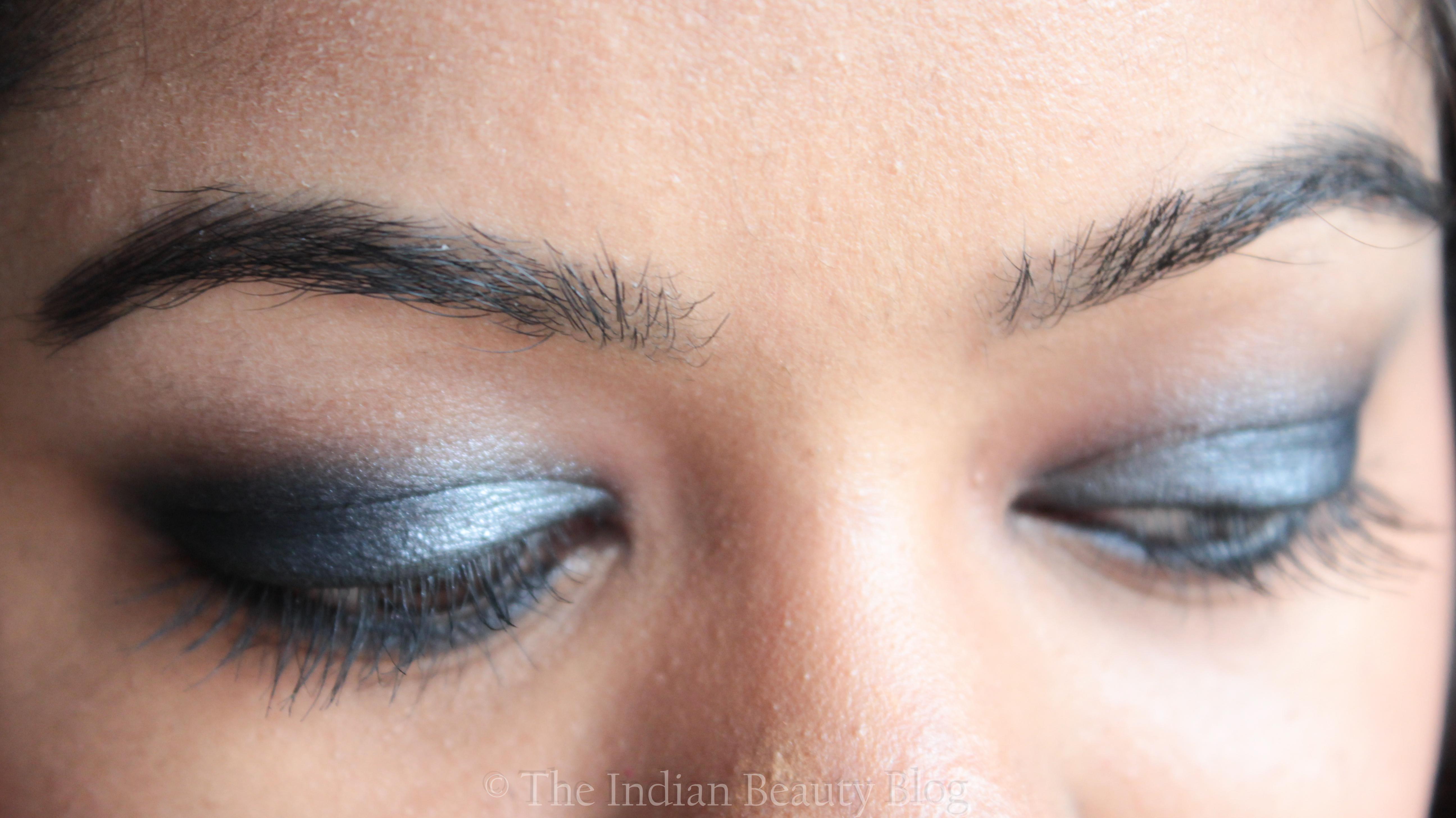 bluish grey smokey eye look